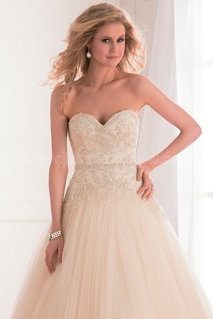 F171003 Sweetheart Strapless Tulle Wedding Dress with Embroidery Beading