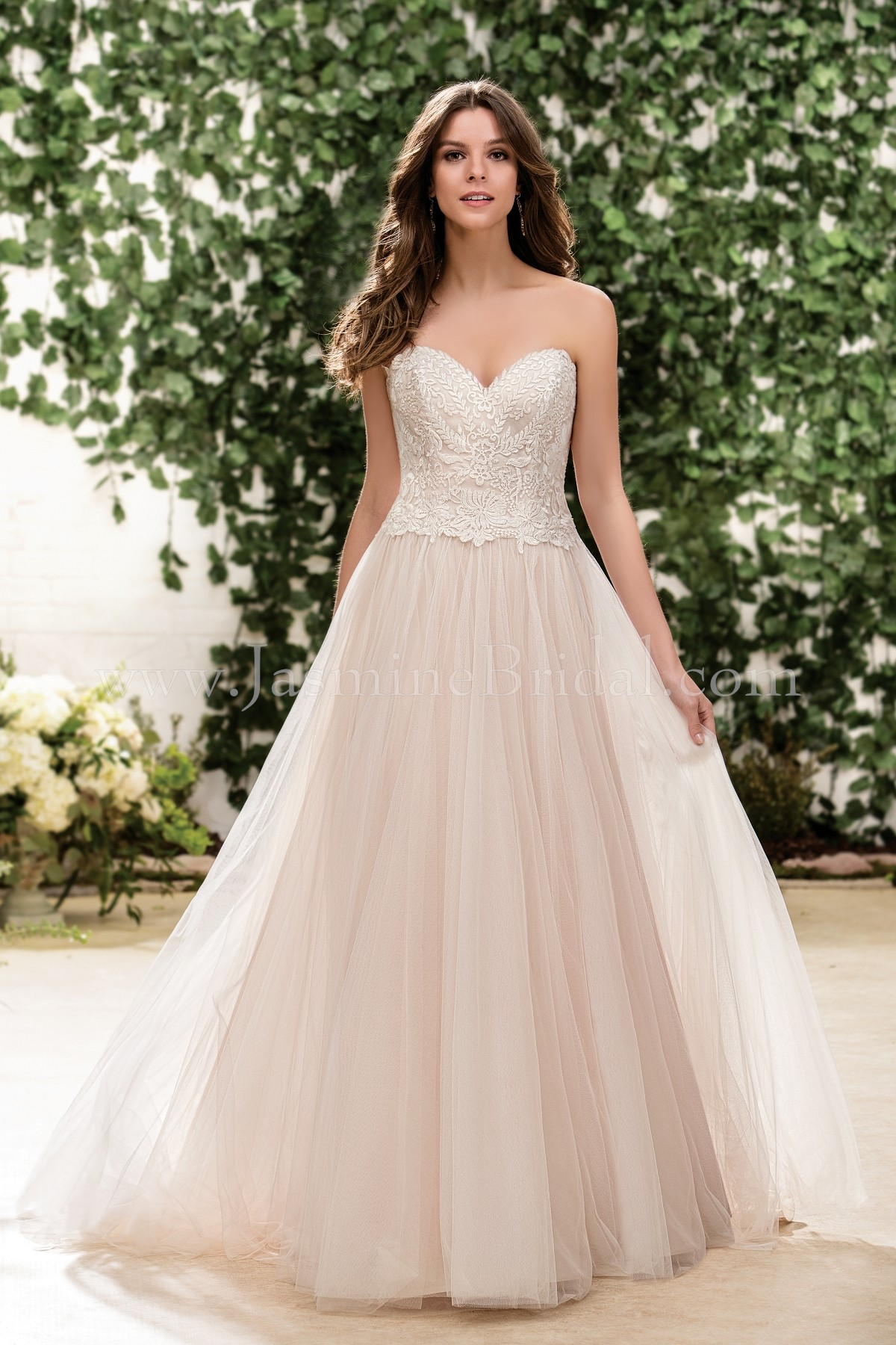 F181056 Sweetheart Strapless Embroidery Lace & English Net Wedding Dress