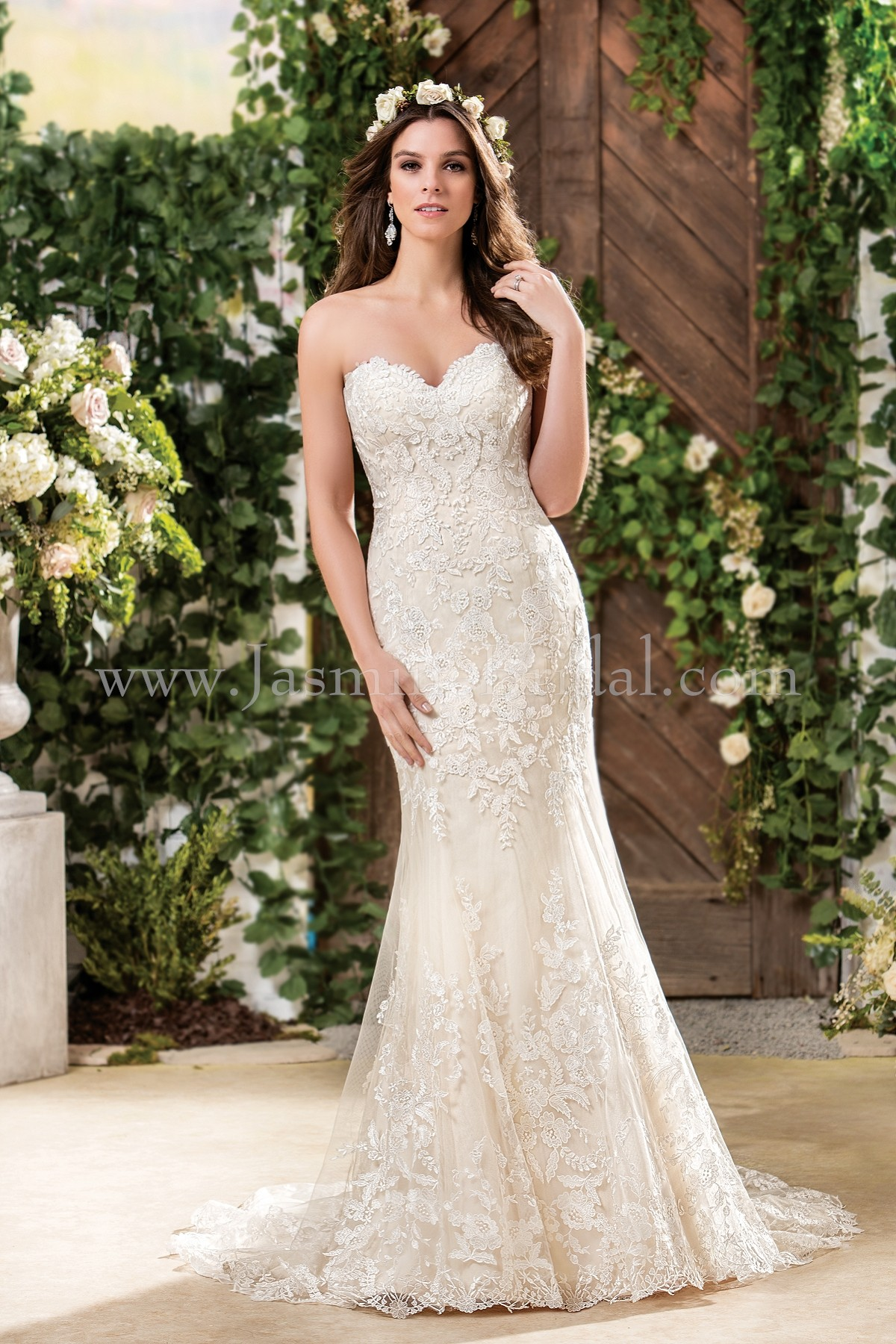 f181058 sweetheart strapless embroidery lace wedding dress