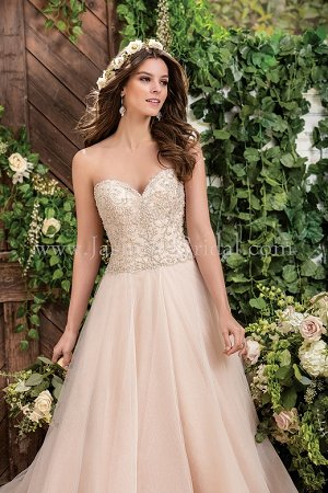 F181067 Sweetheart Strapless Tulle Wedding Dress with Beading