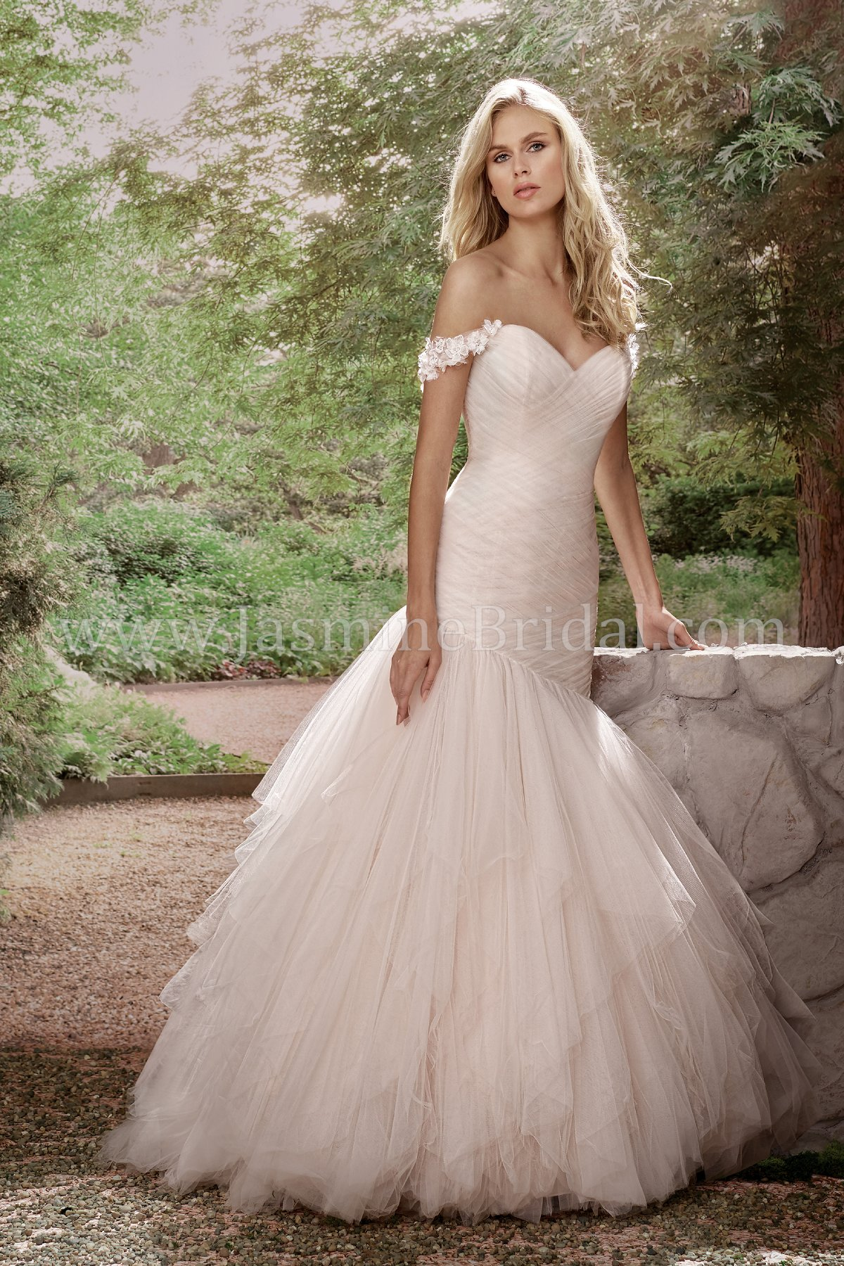 F191001 Sweetheart Tulle Wedding Dress with Detachable Floral Straps