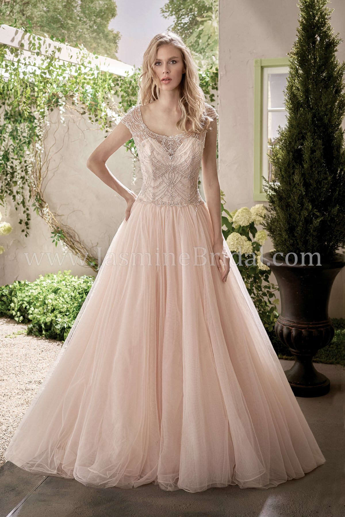 F191014 Scoop Neckline Tulle Ball Gown Wedding Dress with Beading
