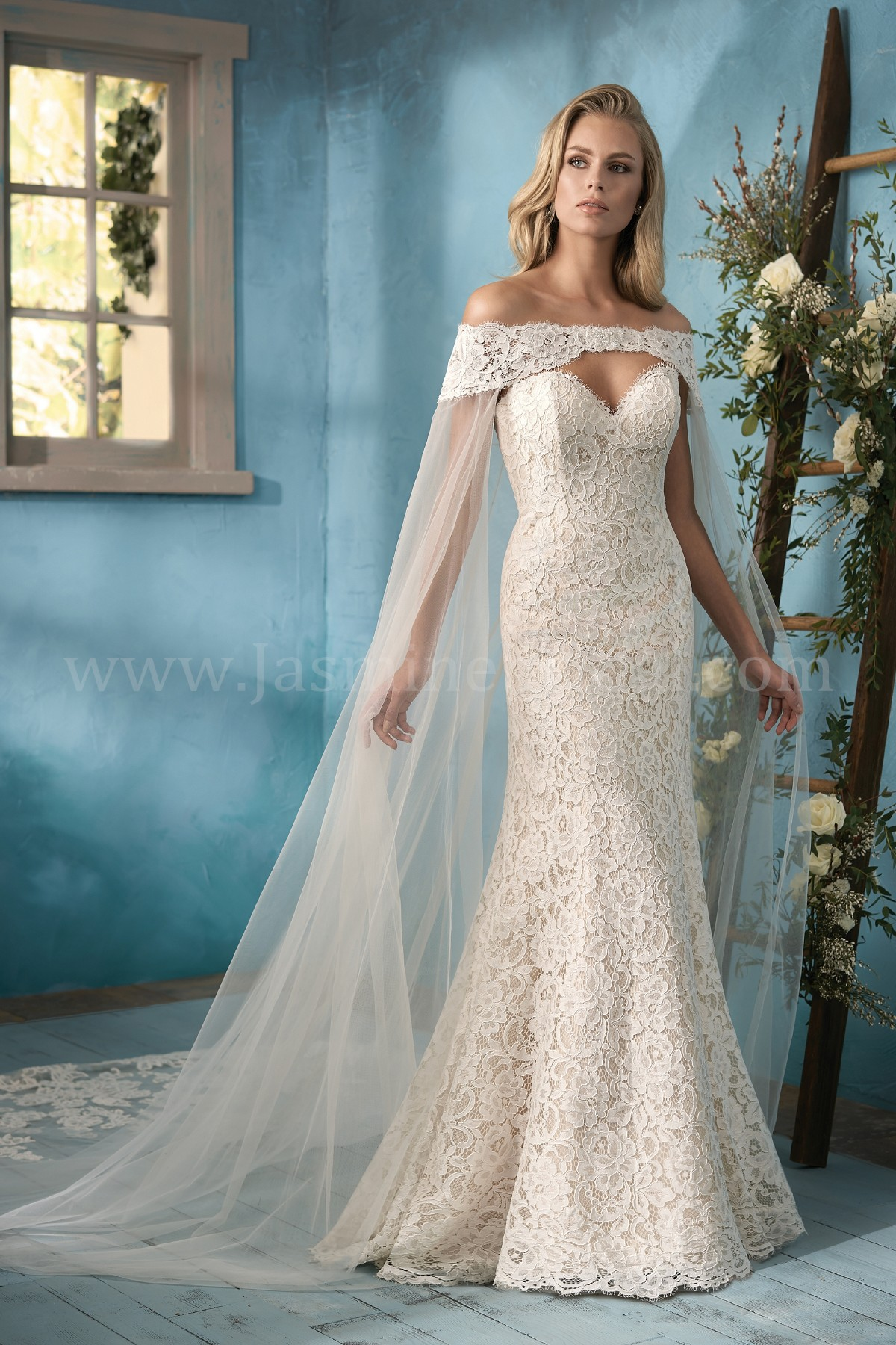 F191058 Sweetheart Strapless Lace Wedding Dress with Tulle Cape