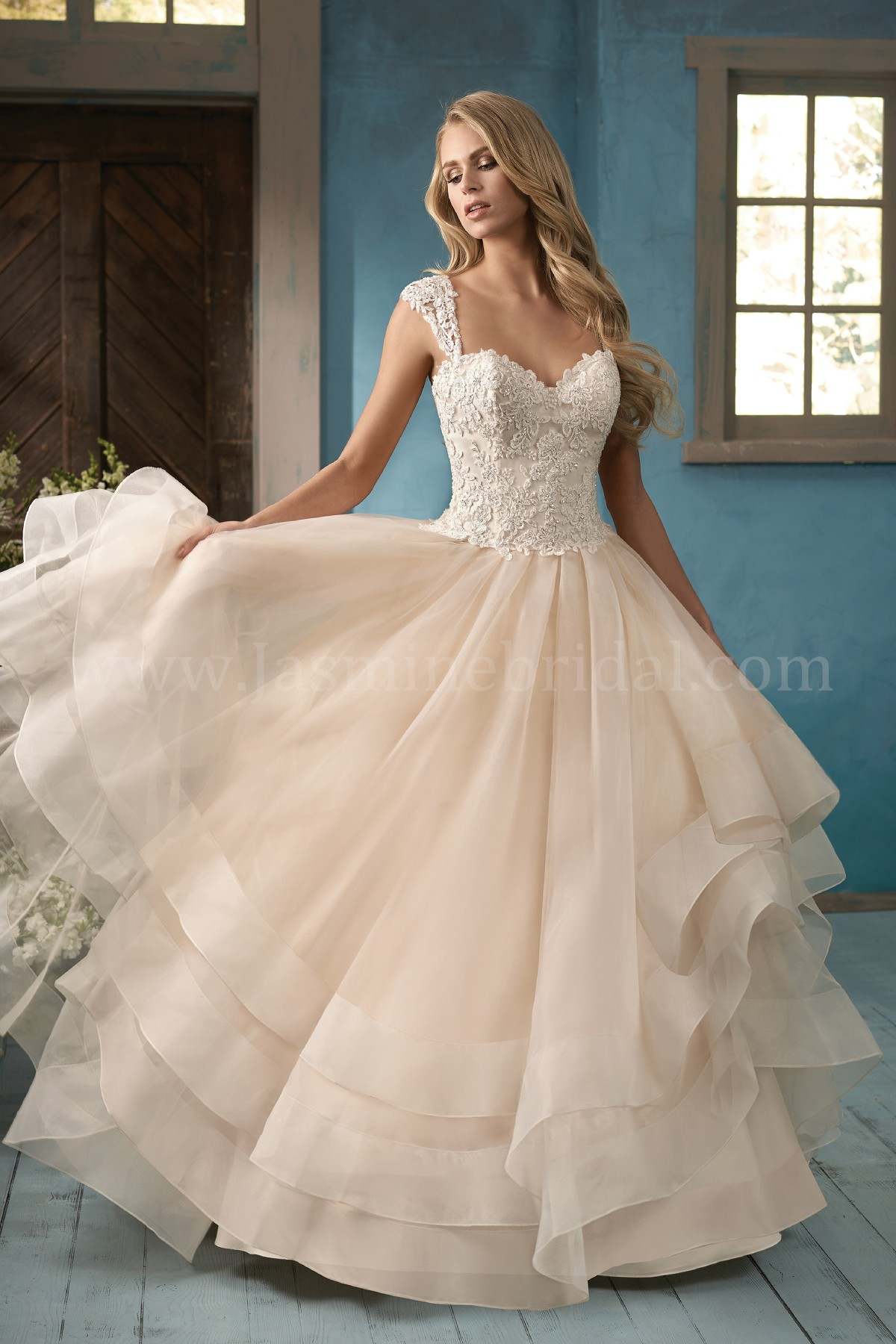 F191063 Sweetheart Neckline Organza & Embroidered Lace Ball Gown ...