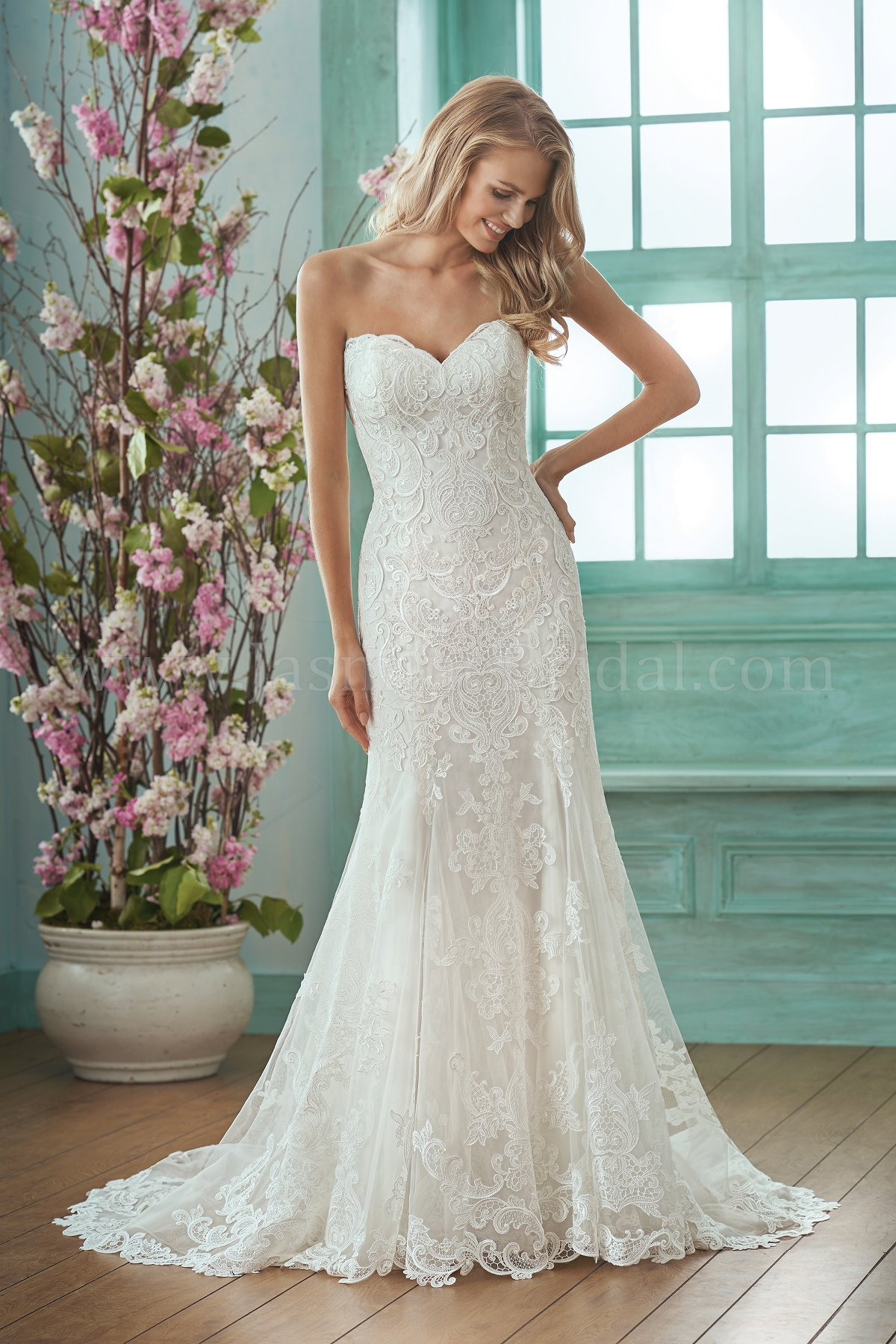 F201017 Sweetheart Strapless Embroidered Lace Silky Jersey Wedding Dress