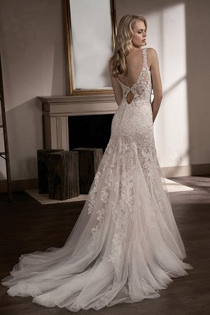 T192007 V Neck Lace Tulle Wedding Dress With Embroidery