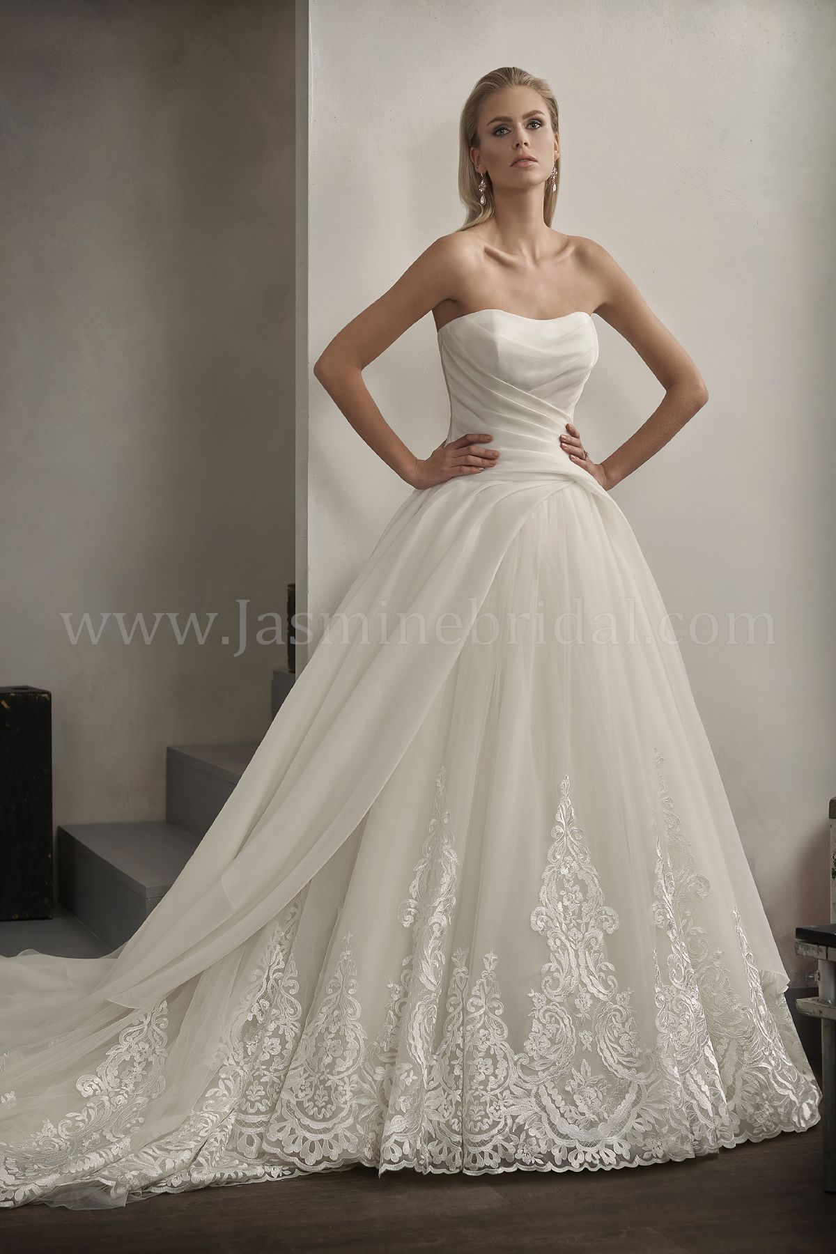 T192064 Sweetheart Strapless Organza Ball Gown Wedding Dress with ...