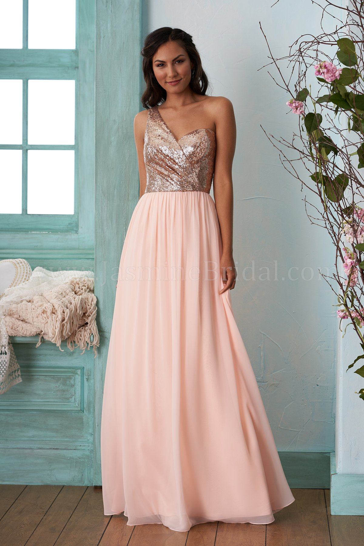 Gold Bridesmaid Dresses-The right color theme