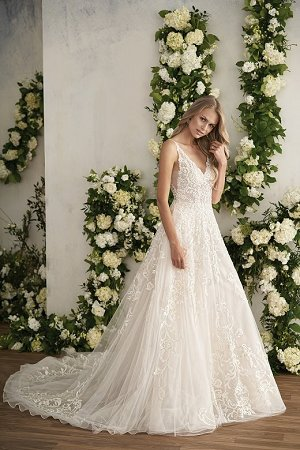 T202013. T202013. Beautiful tulle bridal ball gown with a captivating  v-neckline and low back. Pretty embroidery ... 3696d0074621