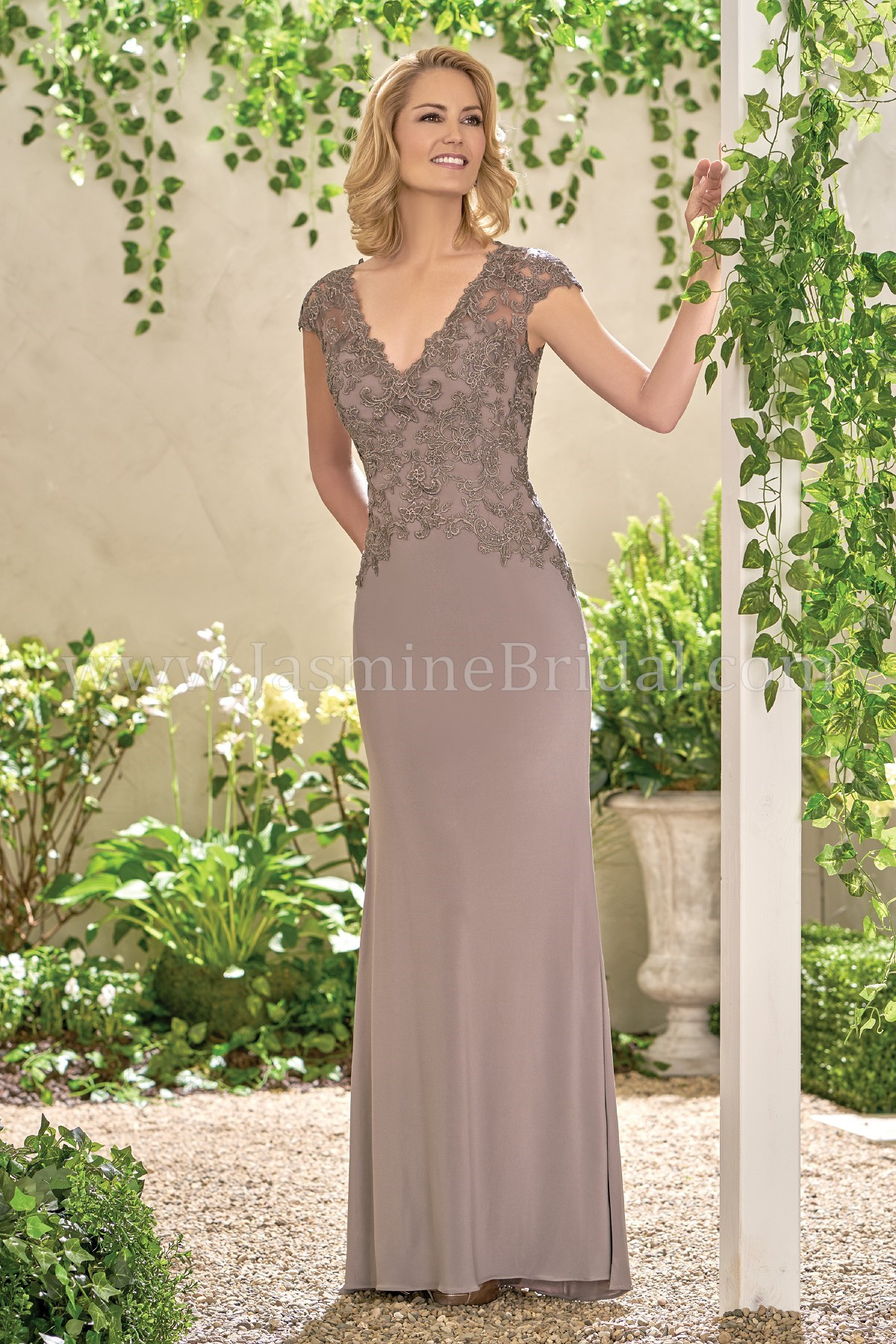 603824d336f J195015 Long V-neck Matte Jersey   Lace MOB Dress